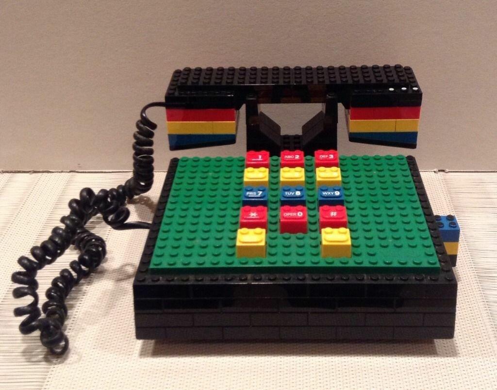 Телефон из LEGO