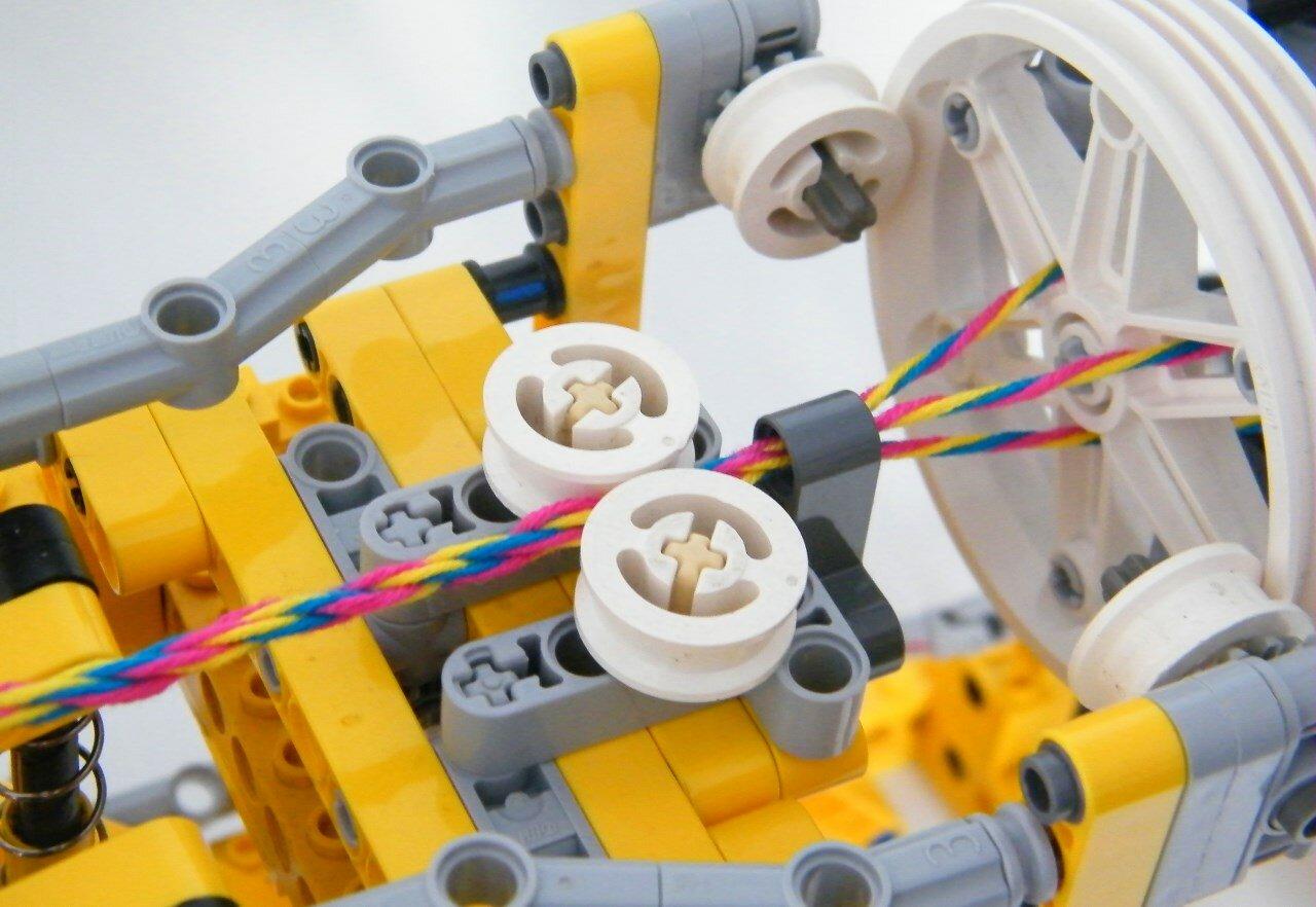 LEGO-машина для плетения браслетов